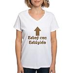 Estoy con Estupido Up Women's V-Neck T-Shirt