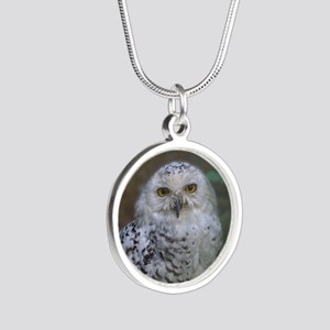 Snowy Owl, Schnee-Eule Silver Round Necklace