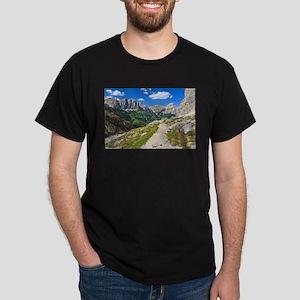 Dolomiti - footpath in Val Badia T-Shirt