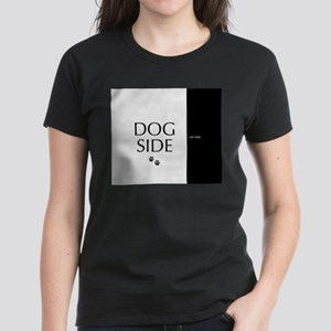 dog side 8 black white T-Shirt