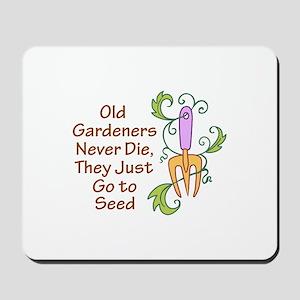 GARDENERS NEVER DIE Mousepad