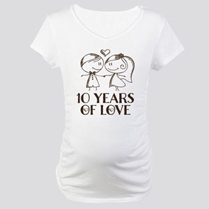 10th Anniversary chalk couple Maternity T-Shirt