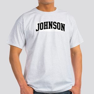 JOHNSON (curve-black) Light T-Shirt