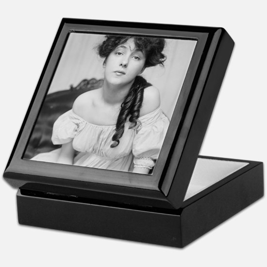 Unique Evelyn Keepsake Box