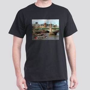 Southwark Bridge, Thames River, London, En T-Shirt