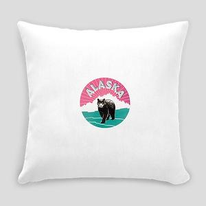 153alaska bear Everyday Pillow
