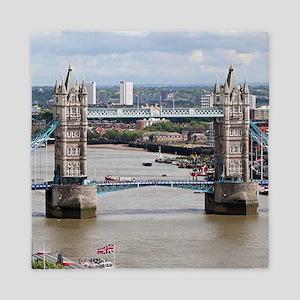 Tower Bridge, Thames River, London, En Queen Duvet