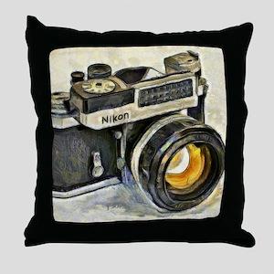 Vintage SLR camera with selenium mete Throw Pillow