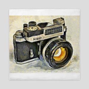 Vintage SLR camera with selenium meter Queen Duvet