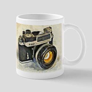 Vintage SLR camera with selenium meter Mugs
