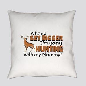 hunting mommy Everyday Pillow