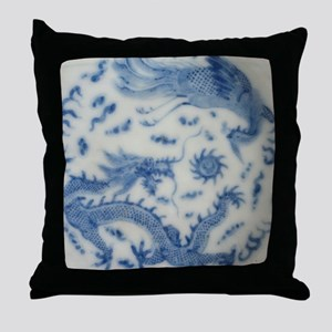 blue and white chinoiserie delft vint Throw Pillow