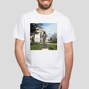 winston churchill in paris T-Shirt