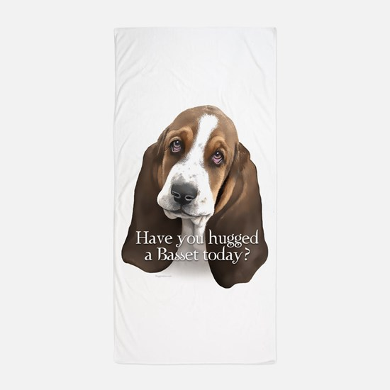 Basset hug Beach Towel
