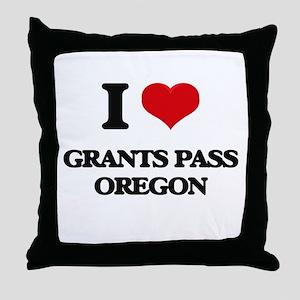 I love Grants Pass Oregon Throw Pillow