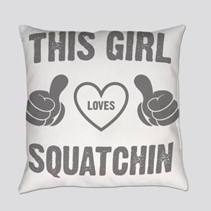 THIS GIRL LOVES SQUATCHIN Everyday Pillow