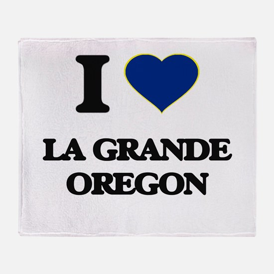 I love La Grande Oregon Throw Blanket