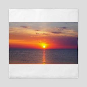 Red Sunrise Over Ocean (2) Queen Duvet