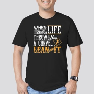 lean into it Men's Fitted T-Shirt (dark)