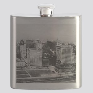Michigan Avenue in Chicago (1911) Flask