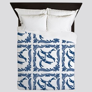 Blue and white swallows birds chinoise Queen Duvet