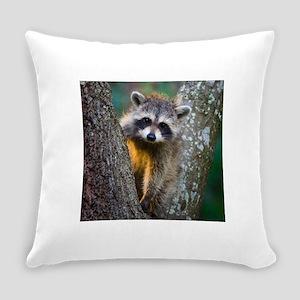 lrg_single_raccoon_clse_up Everyday Pillow