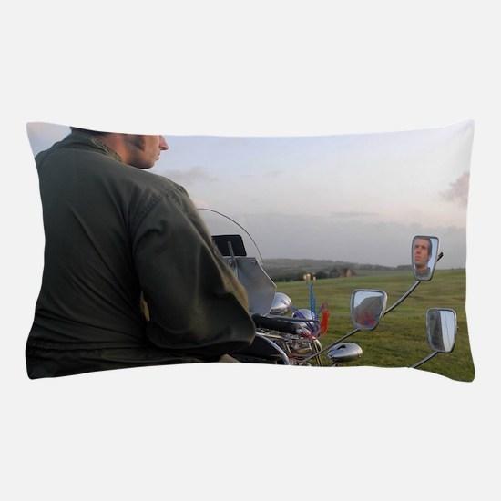 VESPA PRETTY GREEN , MOD Pillow Case