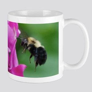 Sweet Pea with Bee Mugs