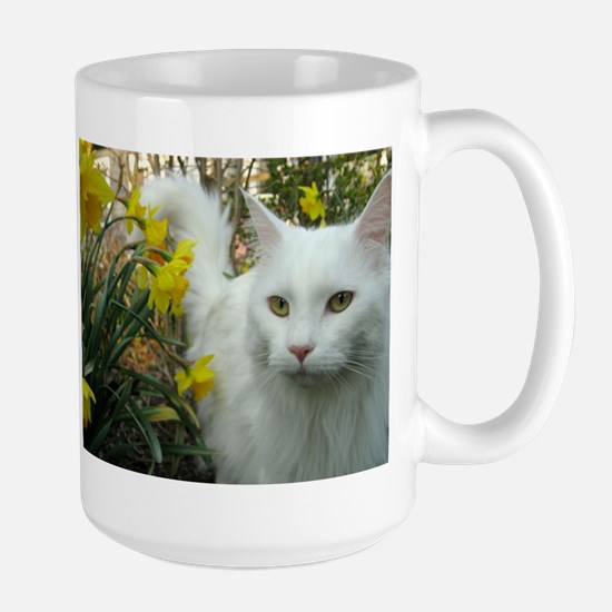 maine coon in daffodils Mugs
