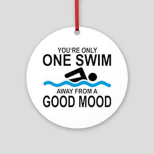 schwimmen Round Ornament