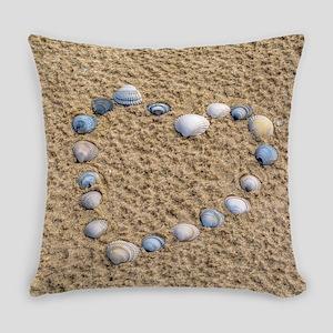 Seashell heart Everyday Pillow