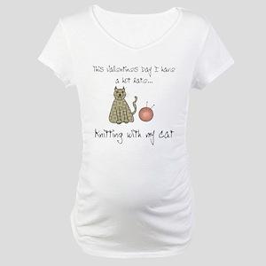 knitting cat 1 Maternity T-Shirt