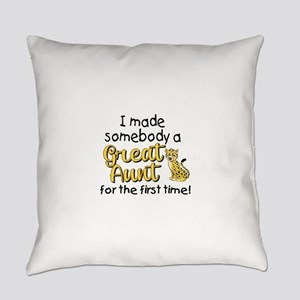 Great Aunt Everyday Pillow