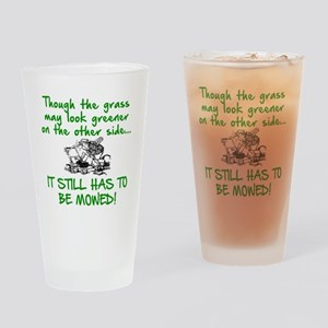 SENIOR MOMENTS - THOUGH THE GRASS M Drinking Glass