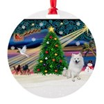 XmasMagic/Eskimo Spitz Round Ornament
