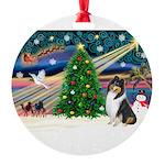 XmasMagic/ Collie (tri) Round Ornament