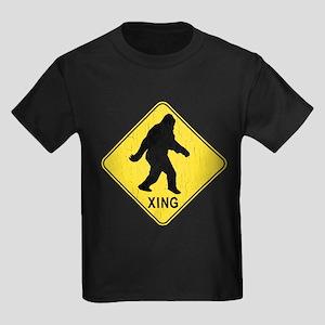 Bigfoot Crossing Sign (vintage look) T-Shirt