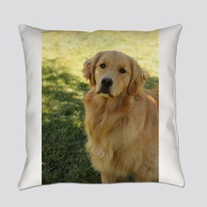 golden retriever n Everyday Pillow