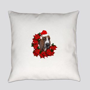 basset with christmas hat and poin Everyday Pillow