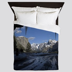 Yosemite's famous Tunnel View from the Queen Duvet