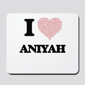 I love Aniyah (heart made from words) de Mousepad