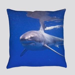 GREAT WHITE SHARK 4 Everyday Pillow