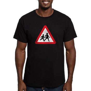 Children Crossing, UK Men's Fitted T-Shirt (dark)