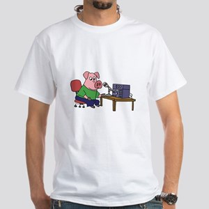 Pig using HAM radio T-Shirt