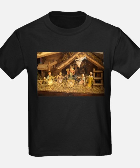 traditional nativity scene T-Shirt