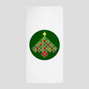 xmas quilt treesave gold green rnd Beach Towel