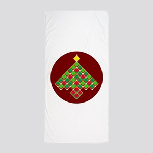 xmas quilt treesave gold red rnd Beach Towel