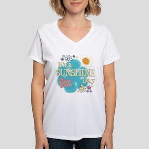 The Brady Bunch: Sunshine D Women's V-Neck T-Shirt