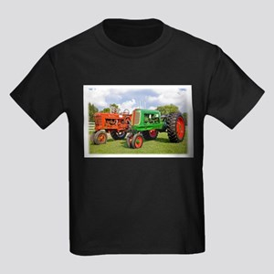 Vintage tractors red and green T-Shirt