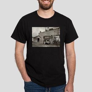 Vintage garage Old Car T-Shirt